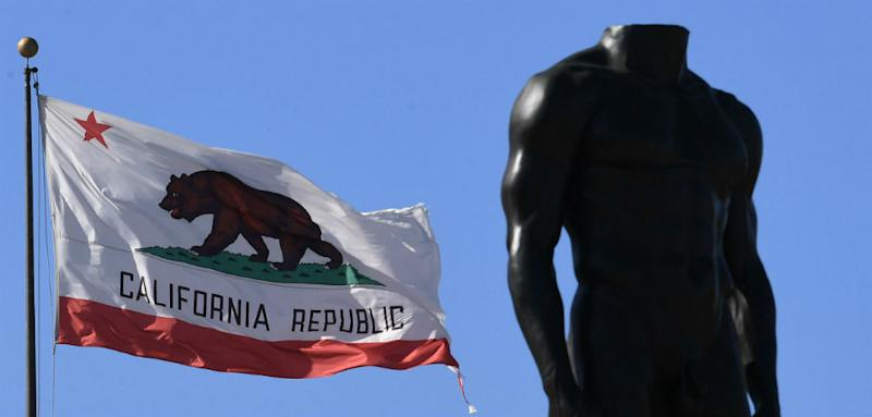 California Secessionist Leader Throws in Towel, Moves to Russia