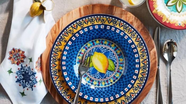 Save an extra 20% on clearance items at Williams-Sonoma for Cyber Week.