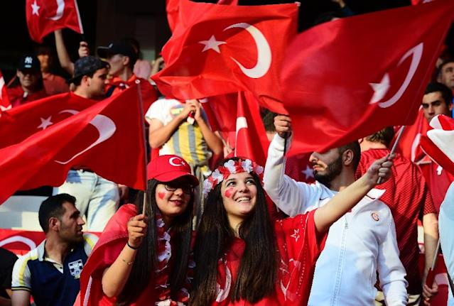 Turkey fans at Euro 2016 in France (AFP Photo/TOBIAS SCHWARZ )