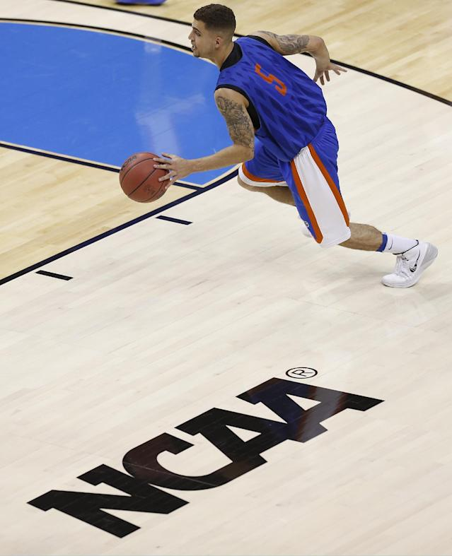 Florida guard Scottie Wilbekin (5) works out during practice at the NCAA college basketball tournament, Wednesday, March 26, 2014, in Memphis, Tenn. Florida plays UCLA in a regional semifinal on Thursday. (AP Photo/John Bazemore)