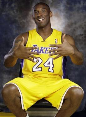 Kobe Bryant's fingers have remained ring-less since the Lakers won their 2009 title. (AP)