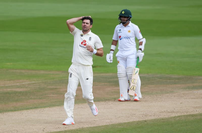 England's Anderson reaches 599 wickets as Pakistan dig in