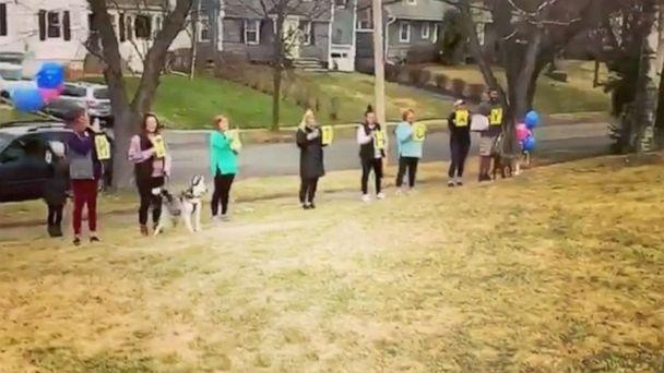 PHOTO: Family serenades grandma for her 95th birthday from safe distance on her front lawn amidst coronavirus pandemic. (Sara Byrne/Instagram )
