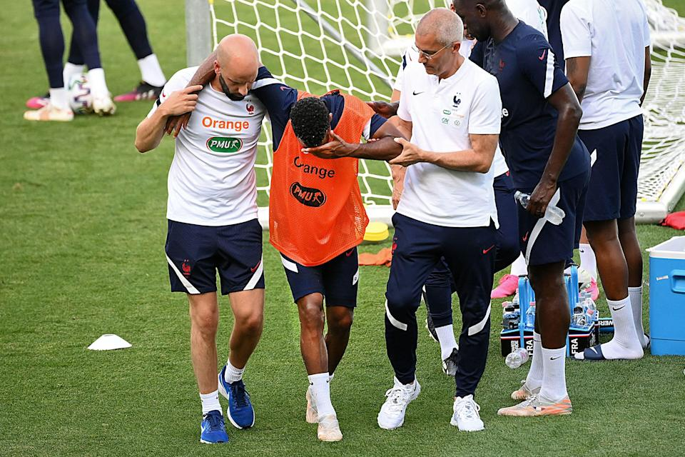 Thomas Lemar sustains an injury in France training (AFP via Getty Images)