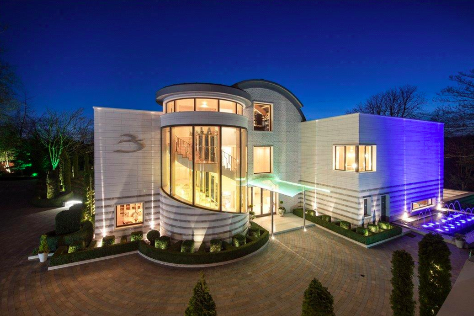 This 10-bed pad on Merton Lane is the second most expensive house on the market right now. Image: Knight Frank