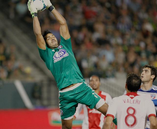FC Dallas keeper Raul Fernandez (1) brings down a Timbers' corner kick in the first half. The Portland Timbers led FC Dallas 2-1 at half in Portland Saturday Aug. 17, 2013. (AP Photo/The Oregonian, Doug Beghtel)