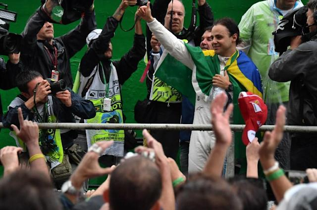 Williams Martini Racing's driver Felipe Massa greets fans after his final appearance at Interlagos circuit before retirement on November 13, 2016 (AFP Photo/Nelson Almeida)