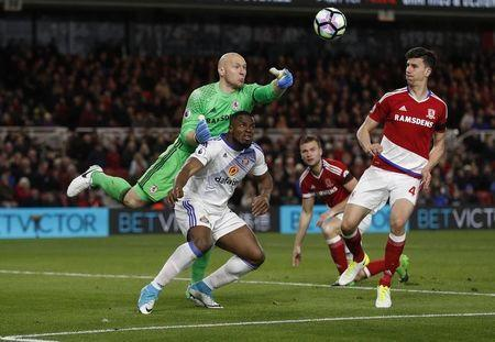 Britain Soccer Football - Middlesbrough v Sunderland - Premier League - The Riverside Stadium - 26/4/17 Middlesbrough's Brad Guzan in action with Sunderland's Victor Anichebe Action Images via Reuters / Lee Smith Livepic