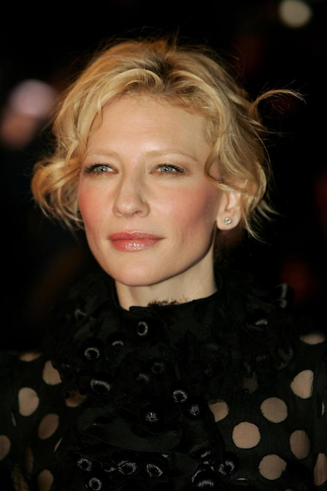 <p>Cate Blanchett arrives at the U.K. premiere of <em>The Aviator</em> at the Odeon West End on Dec. 19, 2004, in London. (Photo: Bruno Vincent/Getty Images) </p>