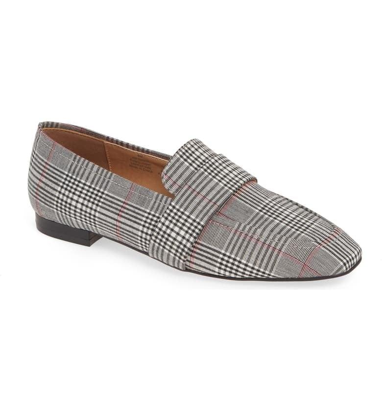 """<p>These <a href=""""https://www.popsugar.com/buy/Halogen-Lucy-Flats-489994?p_name=Halogen%20Lucy%20Flats&retailer=shop.nordstrom.com&pid=489994&price=40&evar1=fab%3Aus&evar9=45710600&evar98=https%3A%2F%2Fwww.popsugar.com%2Fphoto-gallery%2F45710600%2Fimage%2F46608465%2FHalogen-Lucy-Flats&list1=shopping%2Cnordstrom%2Cfall%20fashion%2Cshoes%2Cflats%2Cwinter%20fashion&prop13=api&pdata=1"""" rel=""""nofollow"""" data-shoppable-link=""""1"""" target=""""_blank"""" class=""""ga-track"""" data-ga-category=""""Related"""" data-ga-label=""""https://shop.nordstrom.com/s/halogen-lucy-flat-women/5245987?origin=category-personalizedsort&amp;breadcrumb=Home%2FWomen%2FShoes%2FFlats&amp;color=mustard%20suede"""" data-ga-action=""""In-Line Links"""">Halogen Lucy Flats</a> ($40, originally $100) are an amazing deal and they come in four different colors.</p>"""