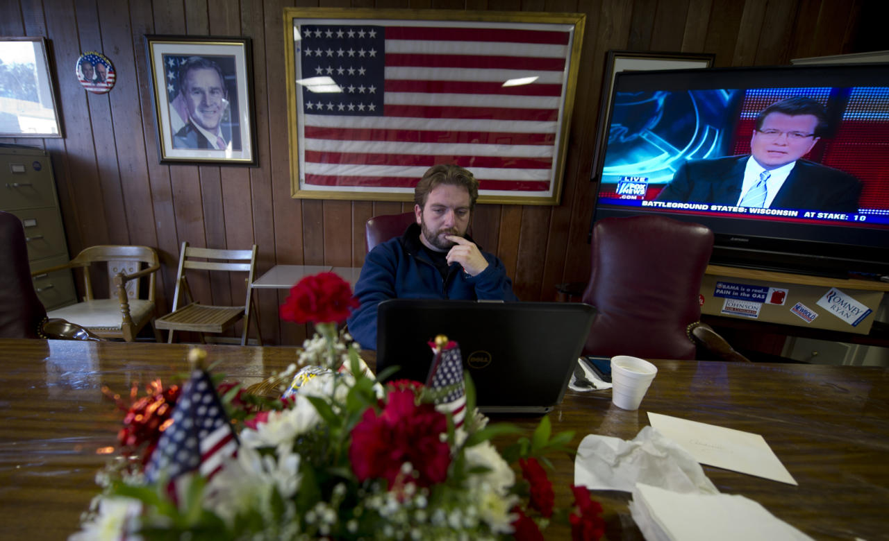 LISBON, OH - NOVEMBER 06:  Andrew Firestone, 29, a field organizer for Columbiana County, Ohio, checks news at Republican headquaters November 6, 2012 in Lisbon, Ohio.  Recent polls show U.S. President Barack Obama and Republican presidential candidate, former Massachusetts Gov. Mitt Romney are locked in a tight race. (Photo by Jeff Swensen/Getty Images)