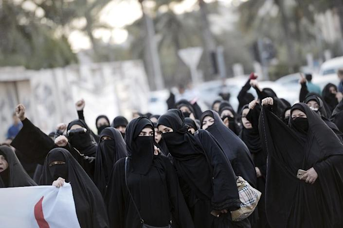 Bahraini women protest against the execution of Shiite cleric Nimr al-Nimr during an anti-Saudi rally in Jidhafs, on January 2, 2016 (AFP Photo/Mohammed al-Shaikh)