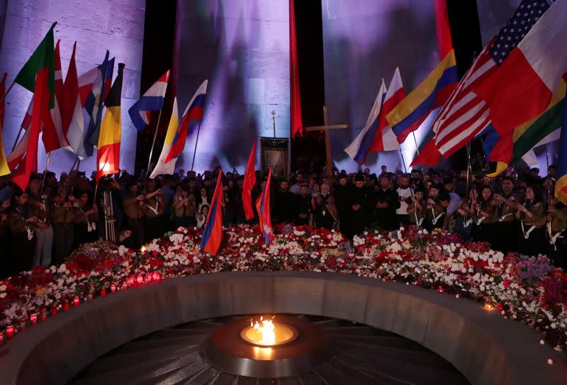 Armenians commemorate anniversary of mass killing by Ottoman Turks in Yerevan