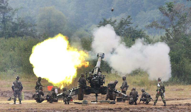 A South Korean army 155 mm howitzer fires in a live fire drill during the annual exercise in Paju, south of the demilitarized zone that divides the two Koreas, South Korea, Friday, Sept. 21, 2012. (AP Photo/Yonhap, Lim Byung-shick)  KOREA OUT