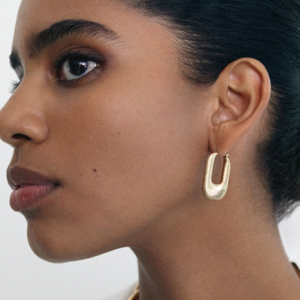 Mejuri Les Textured Hoops (Photo via Mejuri)