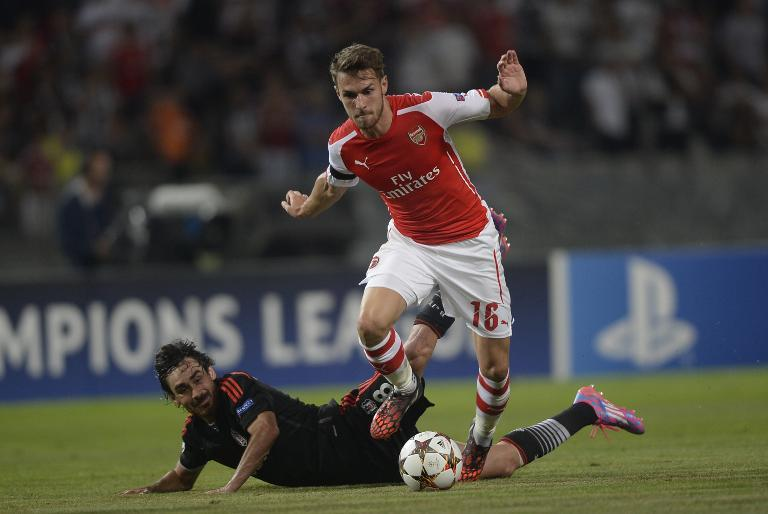 Arsenal's Aaron Ramsey (R) vies with Besiktas' Veli Kavlak (L) during the UEFA Champions League play-off in Istanbul, on August 19, 2014