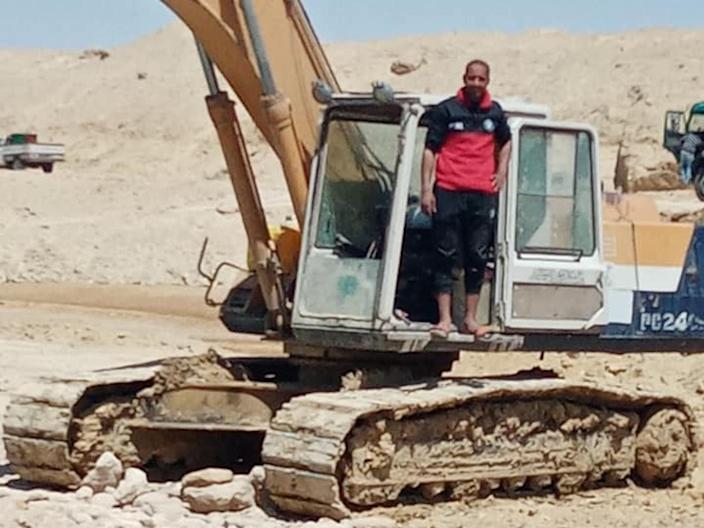 abdullah abdel gawad ever given suez canal excavator