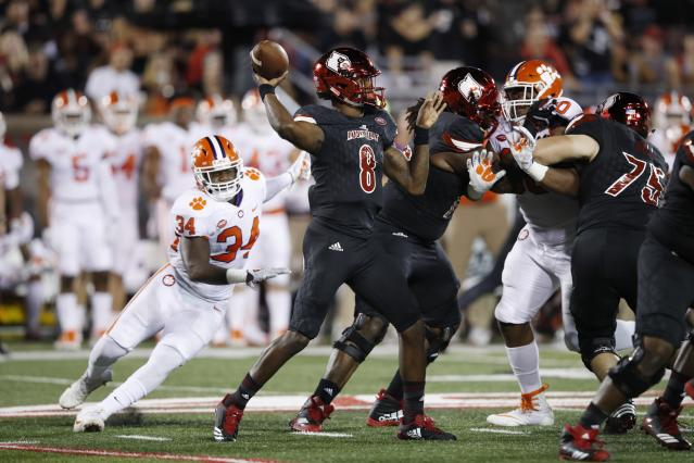 Accuracy is a source of contention in Lamar Jackson's game. (Getty Images)