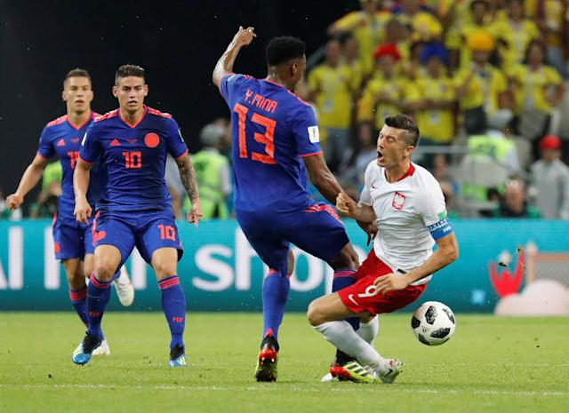 Soccer Football - World Cup - Group H - Poland vs Colombia - Kazan Arena, Kazan, Russia - June 24, 2018 Colombia's Yerry Mina in action with Poland's Robert Lewandowski REUTERS/Toru Hanai