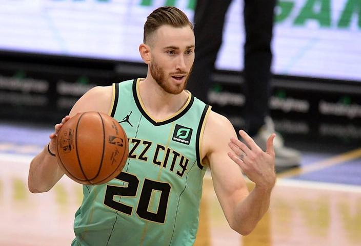 Charlotte Hornets forward Gordon Hayward directs his teammates during first half action against the Chicago Bulls on Friday, January 22, 2021. Hayward led the team in scoring with 34 points in the teamÕs 123-110 loss to the Bulls.