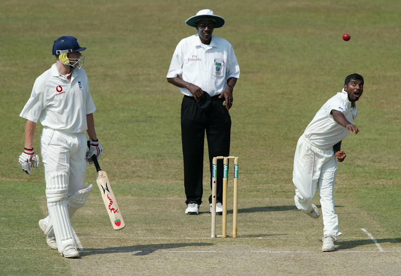 COLOMBO, SRI LANKA - DECEMBER 18: Sri Lankan bowler Muttiah Muralitharan sends down another delivery watched by England batsman Andrew Flintoff and umpire Steve Bucknor during the first day of the third test between Sri Lanka and England today at The Singhalase Sports Club on December 18, 2003 in Colombo, Sri Lanka. (Photo by Stu Forster/Getty Images).