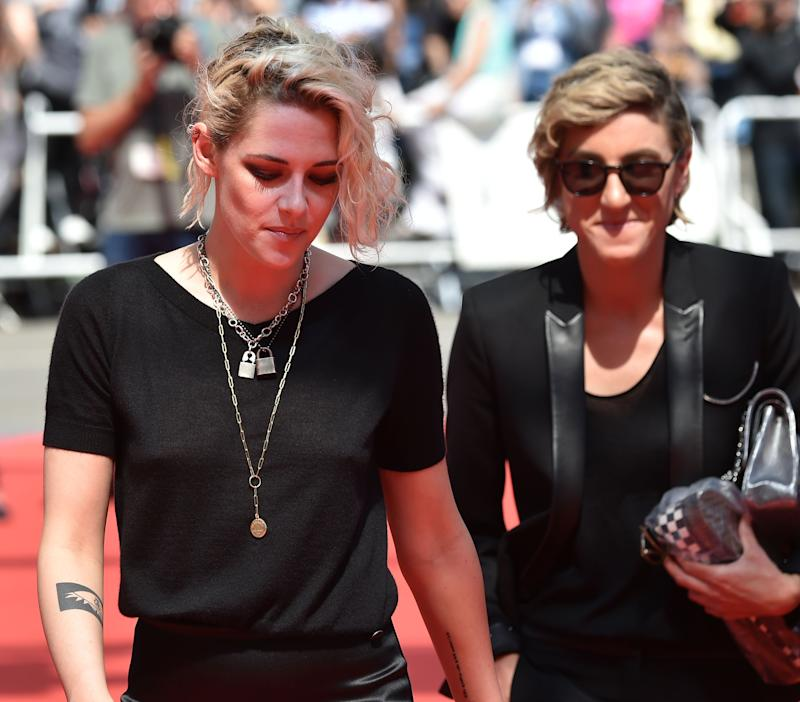 "US actress Kristen Stewart (L) and US visual effects producer Alicia Cargile arrive on May 15, 2016 for the screening of the film ""American Honey"" at the 69th Cannes Film Festival in Cannes, southern France. / AFP PHOTO / ALBERTO PIZZOLI (Photo credit should read ALBERTO PIZZOLI/AFP via Getty Images)"