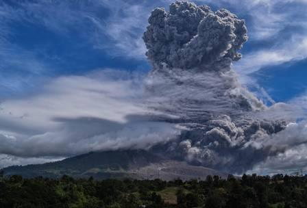 89128592_Mount Sinabung spews thick ash and smoke into the sky in Karo North Sumatra on August 1.jpg