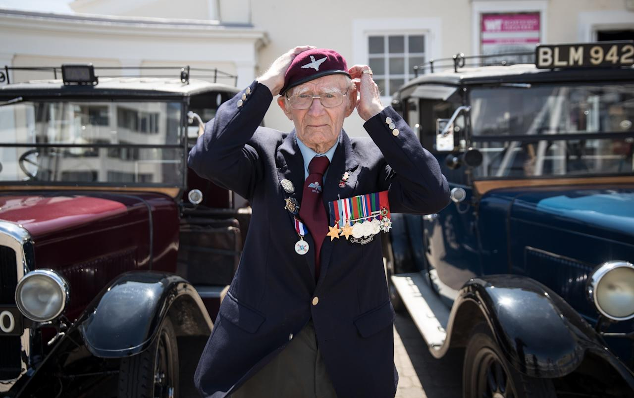 <p>World War Two veteran Fred Glover, who was a paratrooper on D-Day, arrives at Worthing Pier, the destination of a convoy of around 90 London taxis that have brought approximately 200 WWII veterans for a day at the seaside (Getty Images) </p>