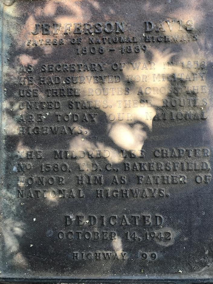 """The raised-bronze text of the plaque makes no mention of Jefferson Davis' role as president of the Confederate States. <span class=""""copyright"""">(Robert Price)</span>"""