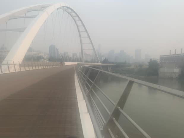 Walterdale Bridge was under hazy skies in Edmonton as Environment Canada issued a special air quality statement.  (Mirna Djukic/CBC Radio-Canada - image credit)