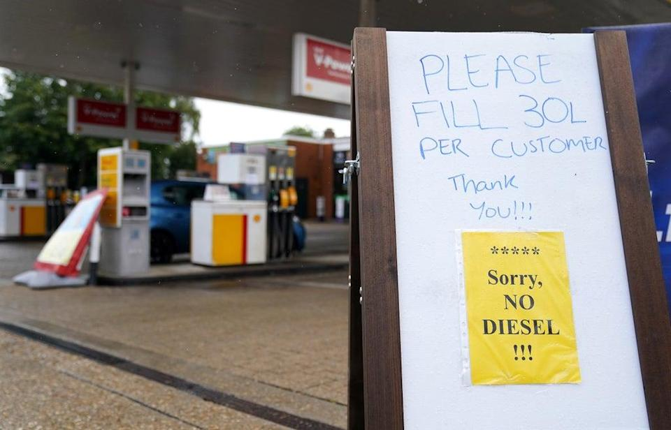 A sign advising customers to only fill up with 30 litres of fuel and that no diesel is available stands outside a Shell petrol station in Aldershot, Hampshire (Andrew Matthews/PA) (PA Wire)
