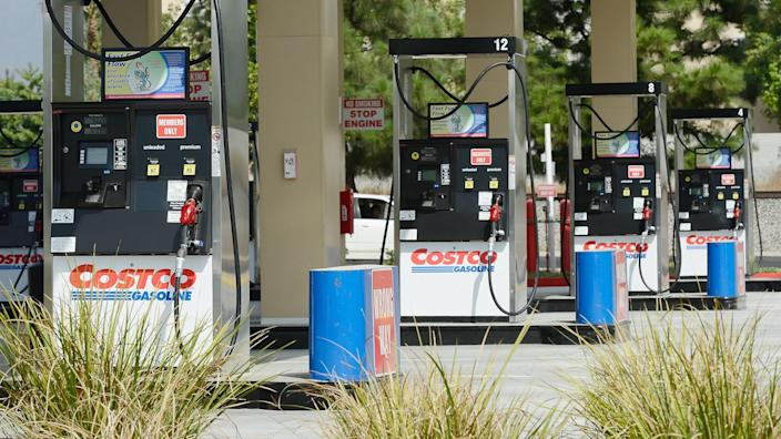11288, 2012 in the Northridge section of Los Angeles, Business, CA - OCTOBER 05:  Gas pumps stand idle at Costco Wholesale Corp., California. The attendant was telling customers they expect a ga, Finance, Horizontal, Los Angeles