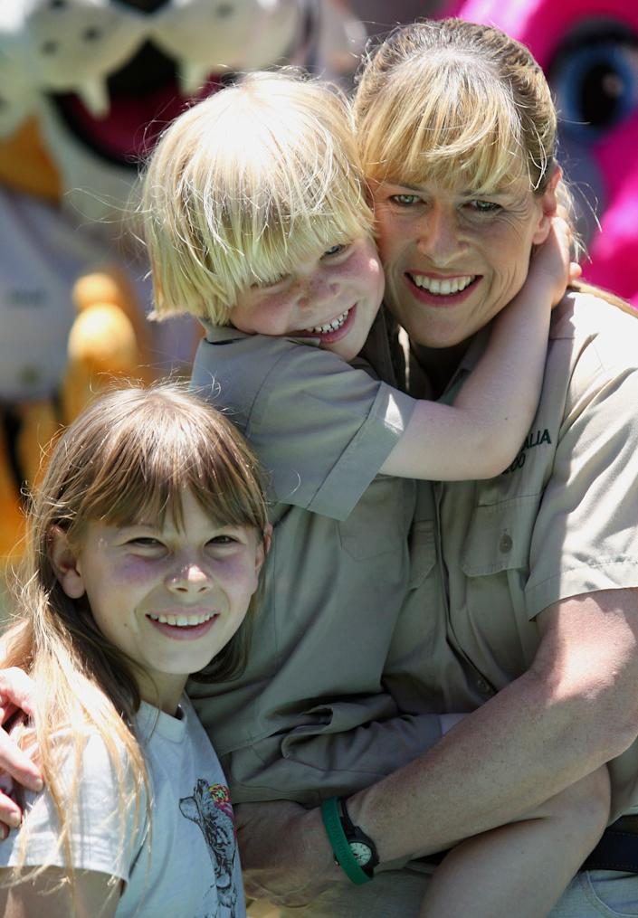 Robert Irwin (C) with his mother Terri and sister Bindi during his fifth birthday celebrations at Australia Zoo on December 1, 2008 on the Sunshine Coast, Australia. Robert (Bob) Irwin is the only son of the late wildlife warrior Steve Irwin, who was killed by a stingray in 2006. (Photo by Bradley Kanaris/Getty Images)