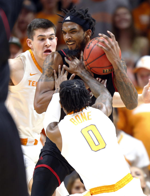 Louisiana-Lafayette forward JaKeenan Gant (23) tries to work for a shot as he's defended by Tennessee's Jordan Bone (0) and John Fulkerson during the first half of an NCAA college basketball game Friday, Nov. 9, 2018, in Knoxville, Tenn. (AP photo/Wade Payne)