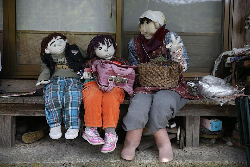MIYOSHI, JAPAN: Hand-made dolls sit outside an abandoned house as others are placed around the village by local resident Tsukimi Ayano to replace the dwindling local population on April 22, 2016 in Nagoro village, in Miyoshi, Japan. (Photo by Carl Court/Getty Images)