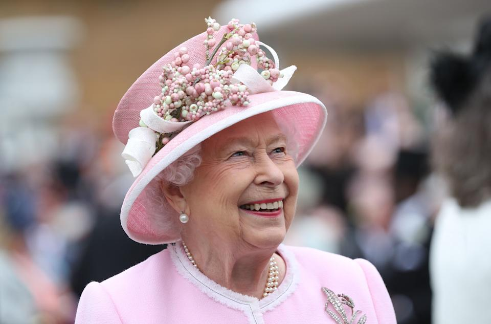 Britain's Queen Elizabeth II gestures as she meets guests at the Queen's Garden Party in Buckingham Palace, central London on May 29, 2019. (Photo by Yui Mok / POOL / AFP)        (Photo credit should read YUI MOK/AFP via Getty Images)