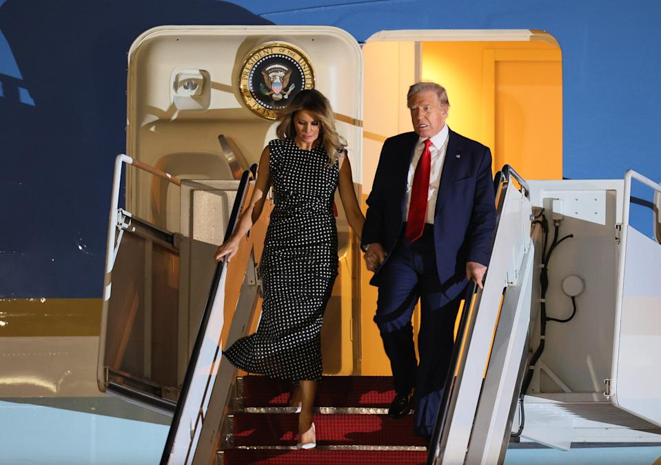 WEST PALM BEACH, FLORIDA - DECEMBER 23: U.S. President Donald Trump and First Lady Melania Trump exit from Air Force One at the Palm Beach International Airport on December 23, 2020 in West Palm Beach, Florida. President Trump is scheduled to enjoy a 10-day holiday visit at his Mar-a-Lago resort during the last Christmas of his precedency. (Photo by Joe Raedle/Getty Images)