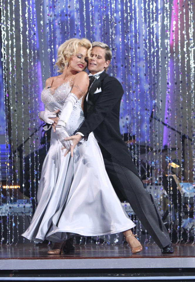 "Former ""<a href=""http://tv.yahoo.com/baywatch/show/23"">Baywatch</a>"" babe Pamela Anderson dressed up like Marilyn Monroe for her foxtrot performance on ""<a href=""http://tv.yahoo.com/dancing-with-the-stars/show/38356"">Dancing With the Stars</a>."""