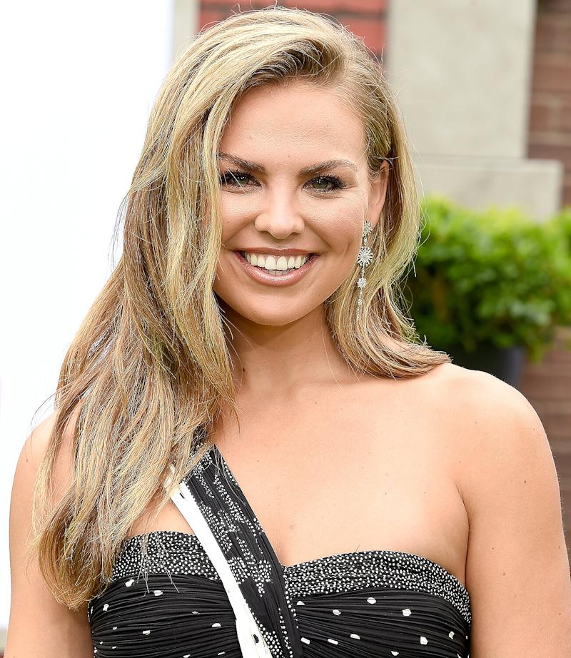 Bachelorette Alum Hannah Brown Poses Naked On Vacation