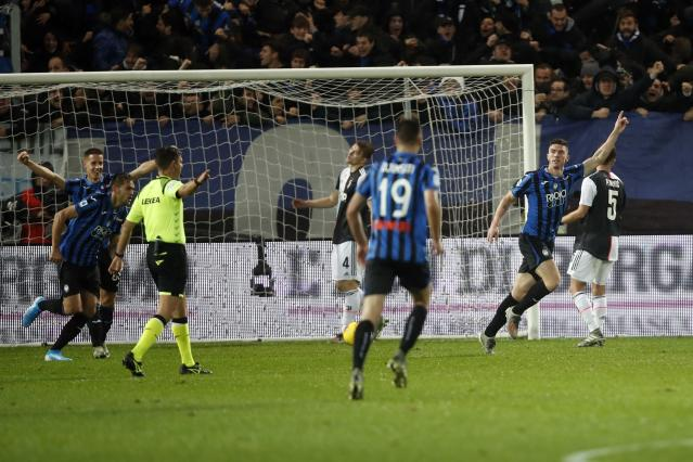 Atalanta's Robin Gosens, right, celebrates after scoring his side's opening goal during the Serie A soccer match between Atalanta and Juventus at the Azzurri d'Italia Stadium in Bergamo, Italy, Italy, Saturday, Nov. 23, 2019. (AP Photo/Antonio Calanni)