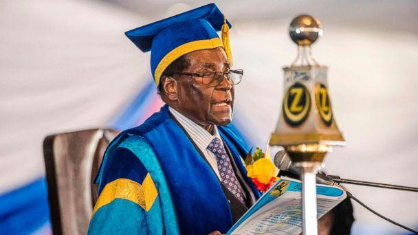 PHOTO: Zimbabwe's President Robert Mugabe delivers a speech during a graduation ceremony at the Zimbabwe Open University in Harare, Nov. 17, 2017. (AFP/Getty Images)