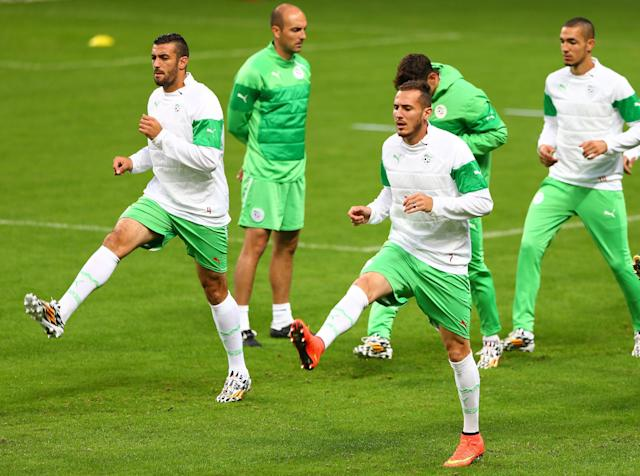 Algeria's footballers exercise during a training session on June 29, 2014 at Arena do Gremio in Porto Alegre, on the eve of their Brazil FIFA World Cup match against Germany (AFP Photo/Lucas Uebel)