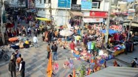 Bhopal: After anti-encroachment drive, hawkers back to business at New Market