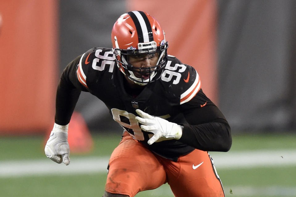 Myles Garrett preparing for a sack