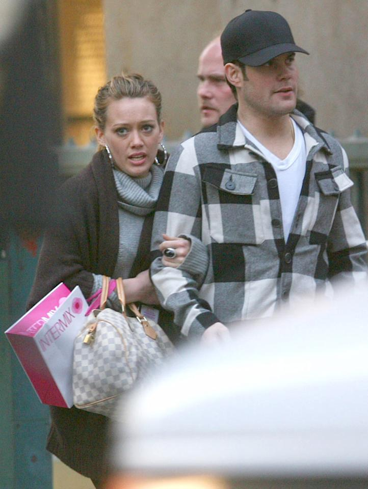 "Hilary Duff cozies up to her boyfriend Mike Comrie on a crisp autumn afternoon in New York City. <a href=""http://www.infdaily.com"" target=""new"">INFDaily.com</a> - November 2, 2007"