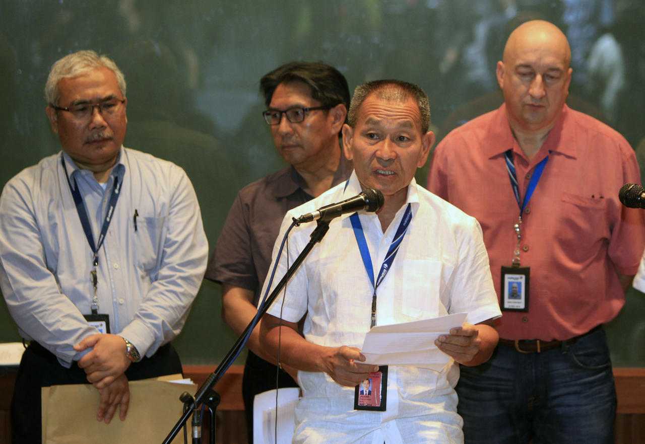 Malaysian Airlines Group Chief Executive Ahmad Jauhari Yahyain, front, speaks during a press conference at a hotel in Sepang, outside Kuala Lumpur, Malaysia, Saturday, March 8, 2014. A Malaysia Airlines Boeing 777-200 carrying 239 people lost contact with air traffic control early Saturday morning on a flight from Kuala Lumpur to Beijing, and international aviation authorities still hadn't located the jetliner several hours later. (AP Photo/Lai Seng Sin)