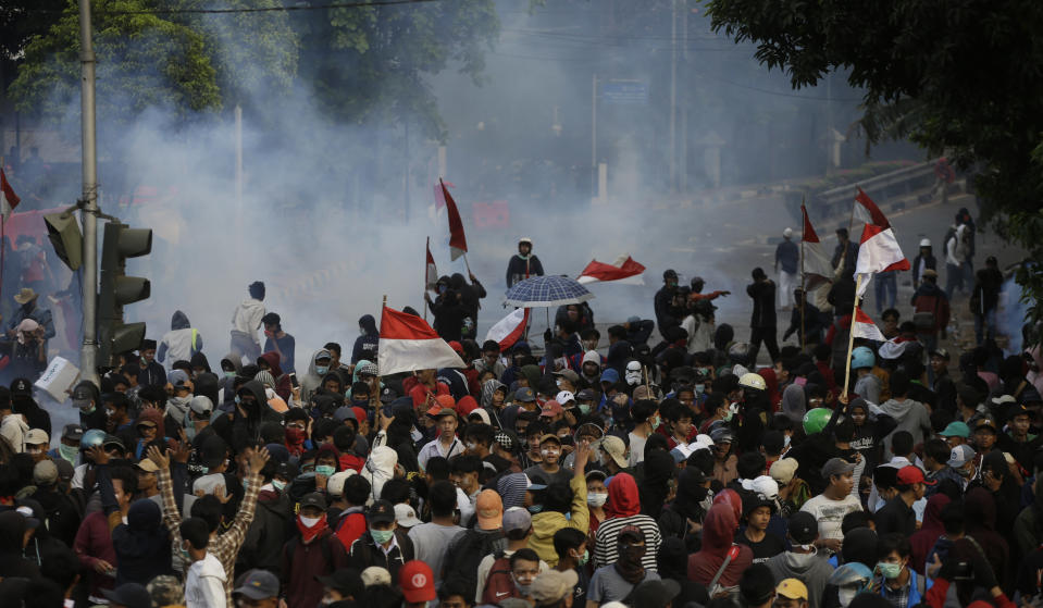 Smoke from tear gas fired by riot police when students in a clash in Jakarta, Indonesia, Monday, September 30, 2019. Thousands of Indonesian students continued to protest Monday against the new law which they said had paralyzed the body the country's anti-corruption, with several clashes with the police. (AP / Achmad Ibrahim photo)
