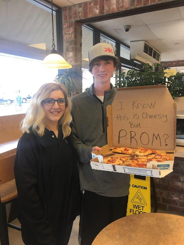 Josie Reason's friend surprised her with a pizza-themed promposal. (Photo: Courtesy of Rebecca Reason)