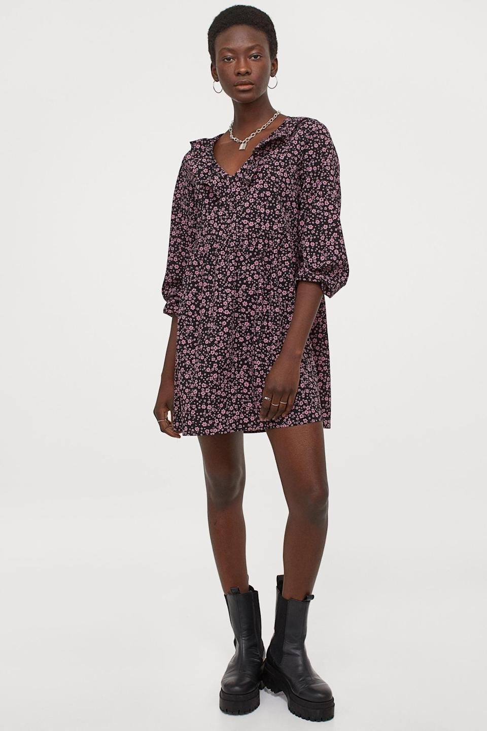 <p>This <span>H&amp;M Short Dress</span> ($25) is so cute and easygoing. You can also wear it with every shoe in your closet.</p>