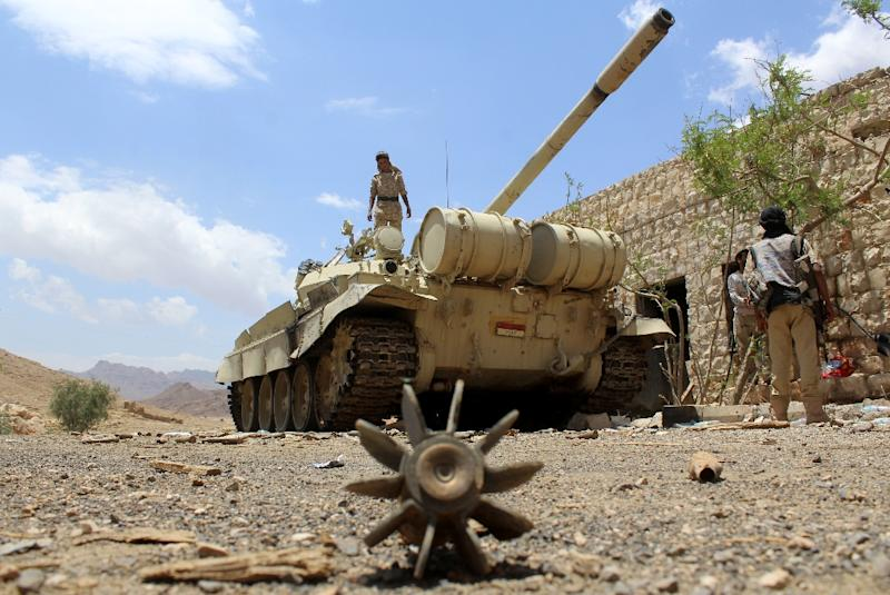 Yemeni pro-government forces, loyal to fugitive President Abedrabbo Mansour Hadi, gather at the military base of Nehm, in the Sanaa province east of the Yemeni capital, the frontline with the Marib region on April 7, 2016